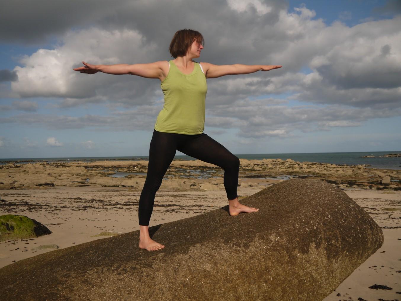 Derrière la pratique physique du yoga, il y a ce chemin vers soi. Derrière le visible du yoga, il y a l'essentiel